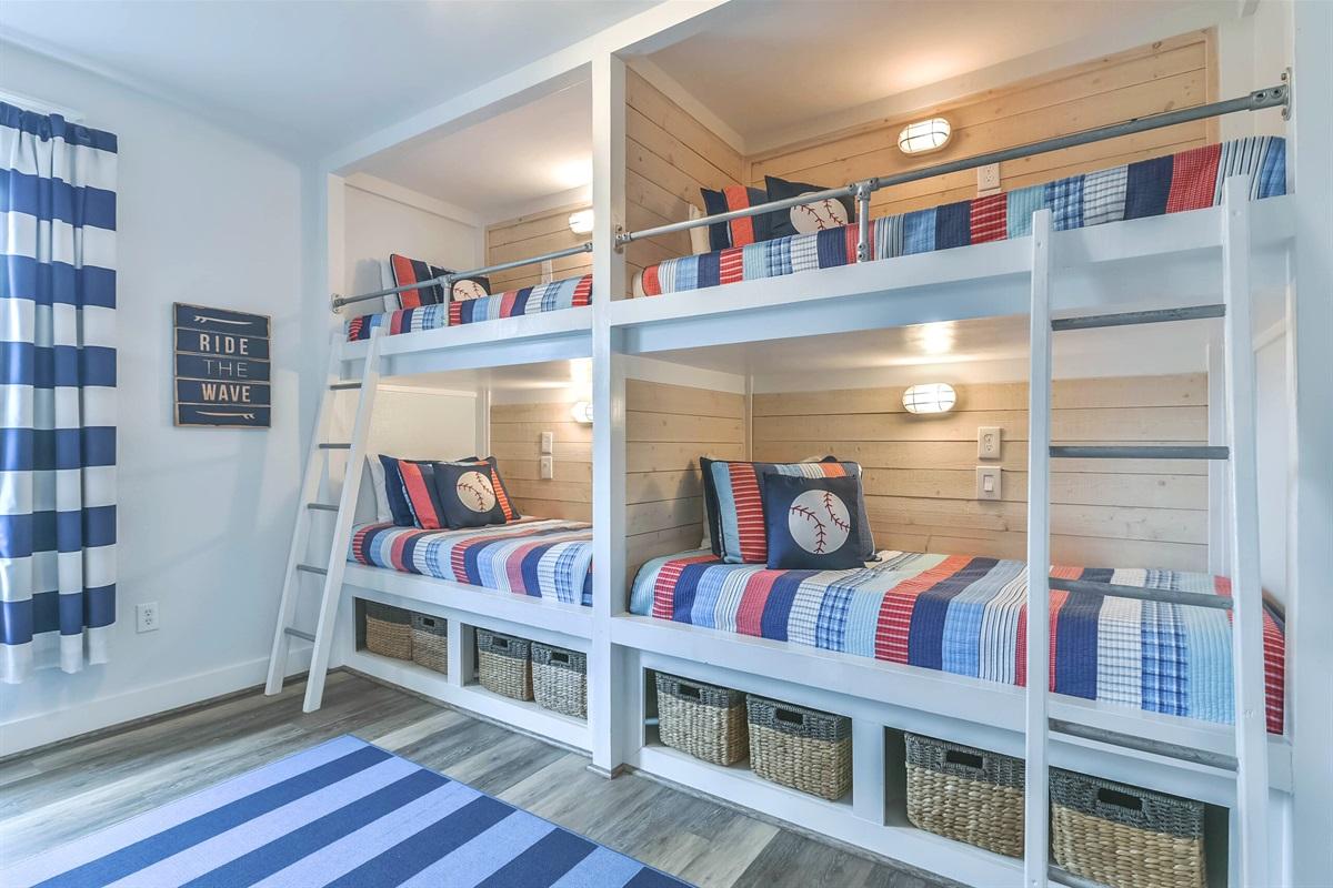 Bunk room w/2 built-in bunks twin beds