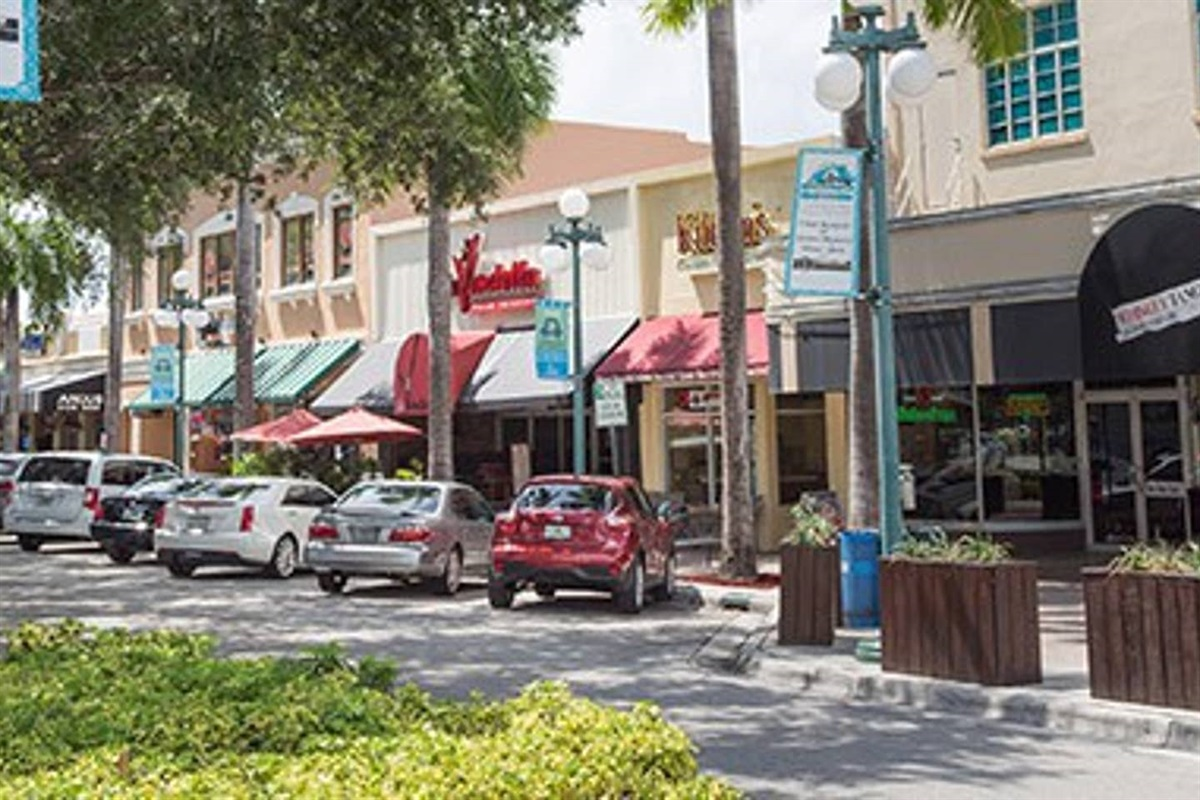 Live music, shopping, restaurants and lounges string the downtown on The Hollywood Boulevard. Near Young Circle.