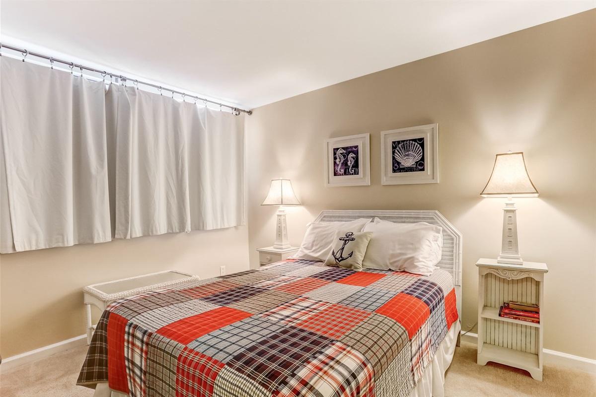 Guest Room with Queen