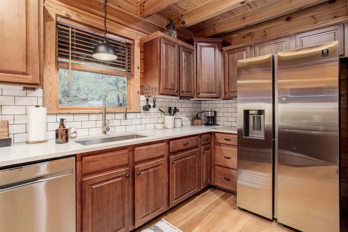 Updated Modern Kitchen with Stainless Steel Appliances!