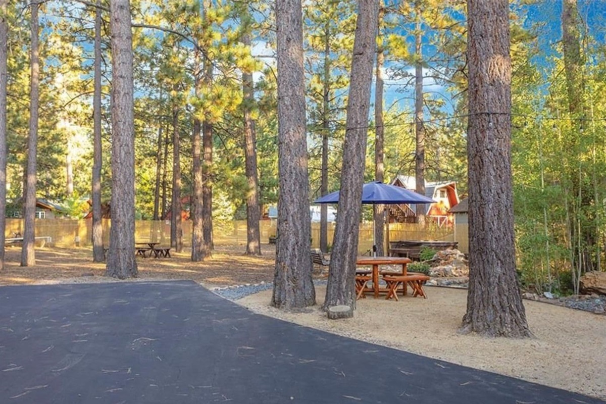 Waterview Cabin is located on a scenic 1/2 acre lot that is conveniently located near Big Bear activities.
