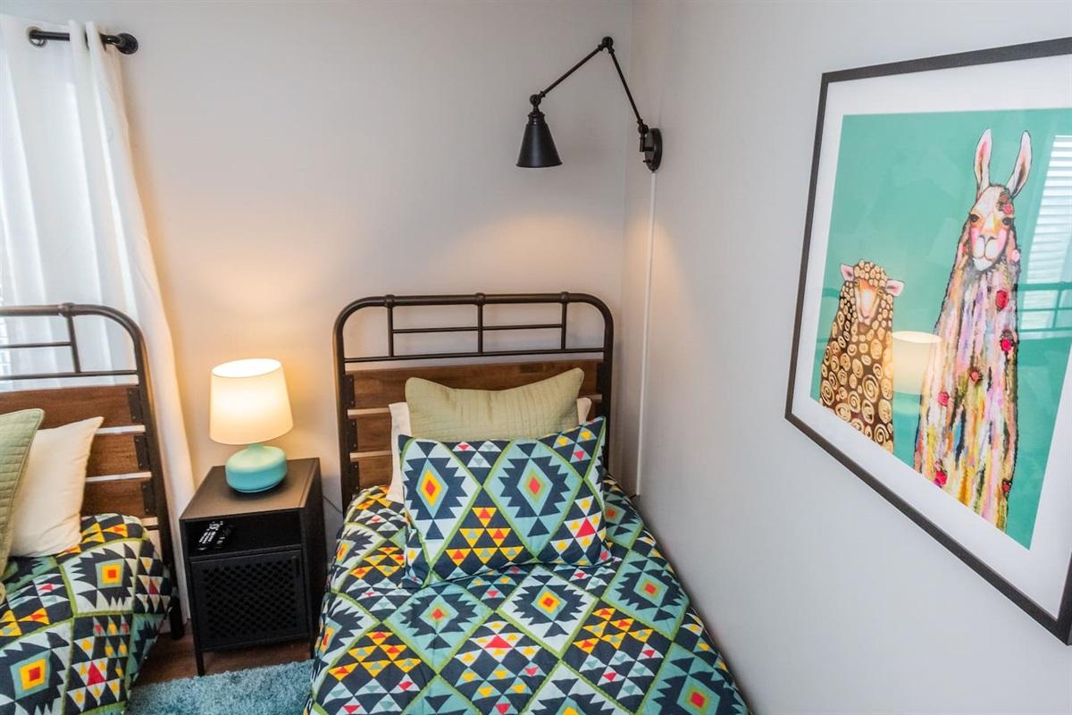 Bedroom 2 w/ 2 Twins