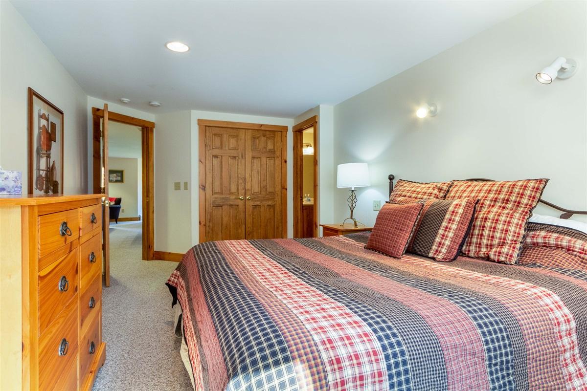 Master bedroom, King bed, plenty of space