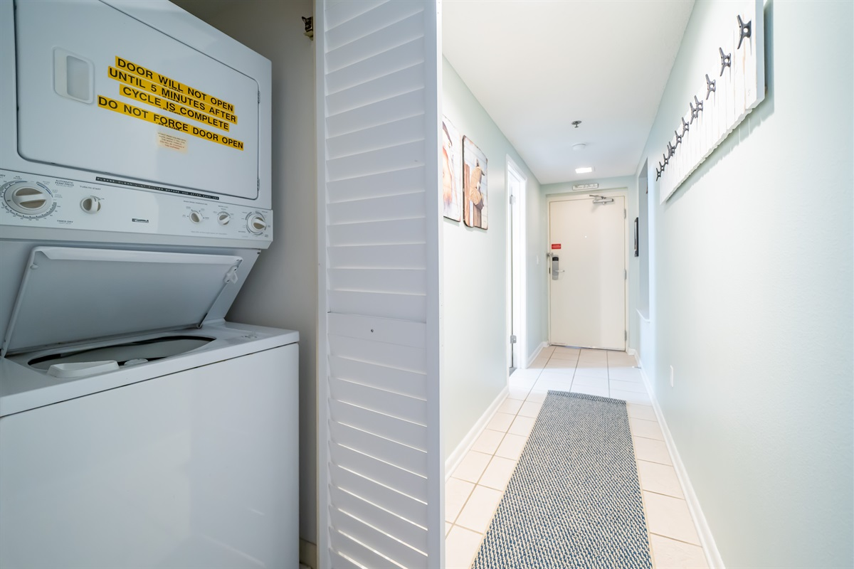 Stackable washer/dryer and entry hall