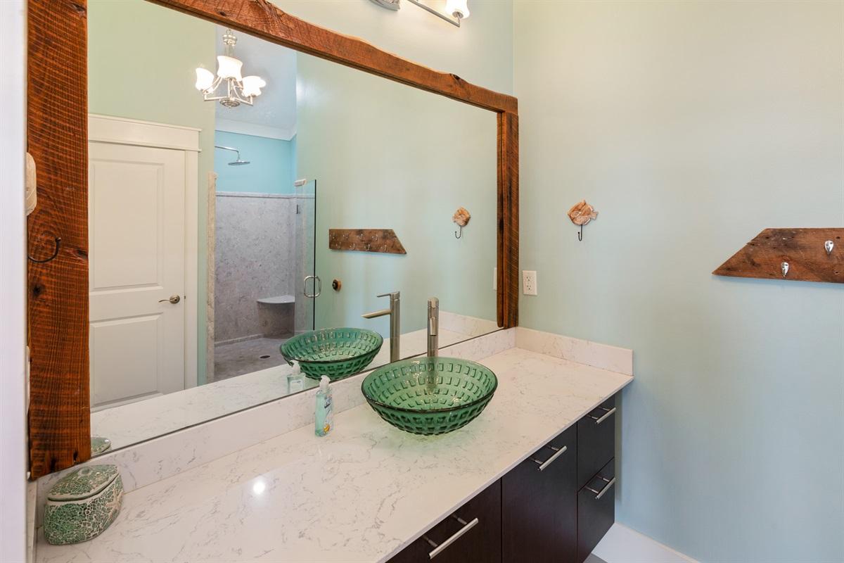 Third floor Gulf-view King suite bath
