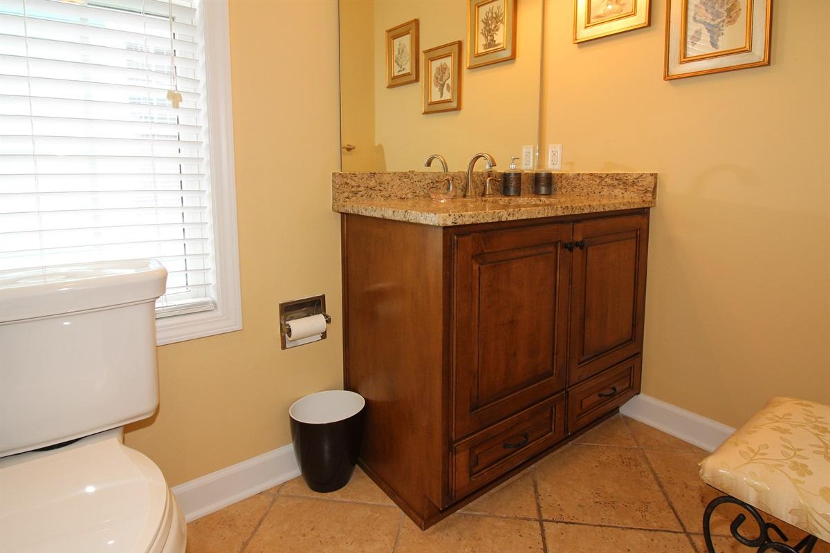 Upper 2 Queens En-suite Full Bathroom