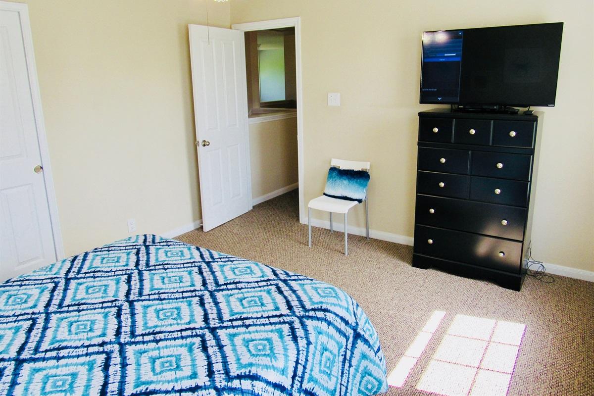 Bedroom #4 (queen bed) w/ TV