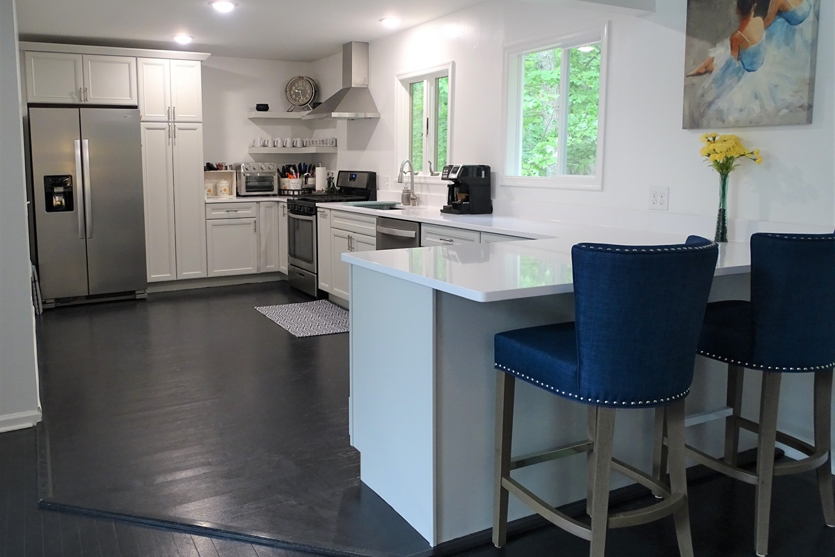 Newly renovated, fully equipped modern kitchen