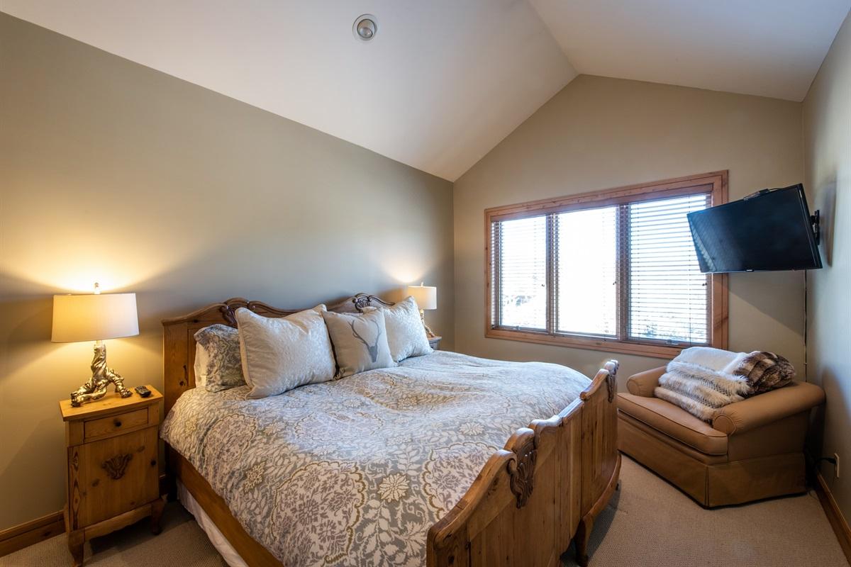 Master Suite 2. Kingsize bed, beautiful views