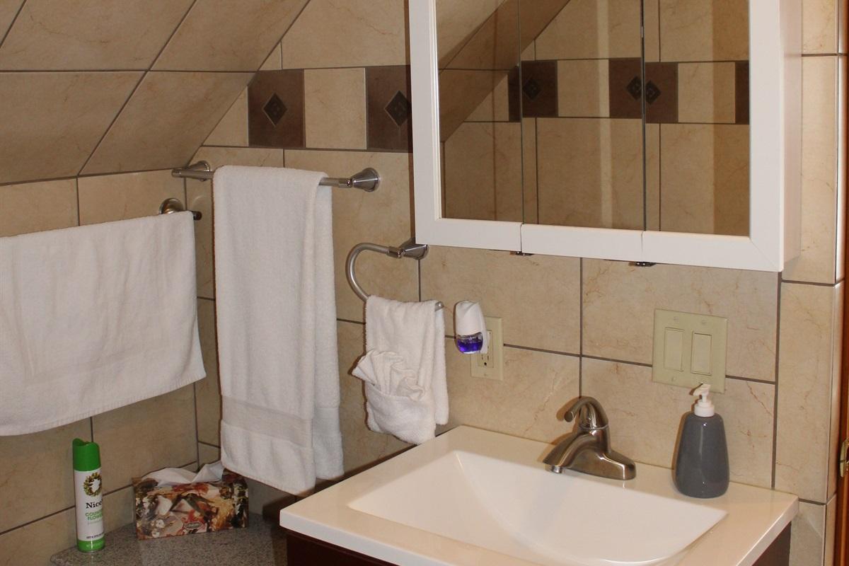 Full bathroom #3, upstairs