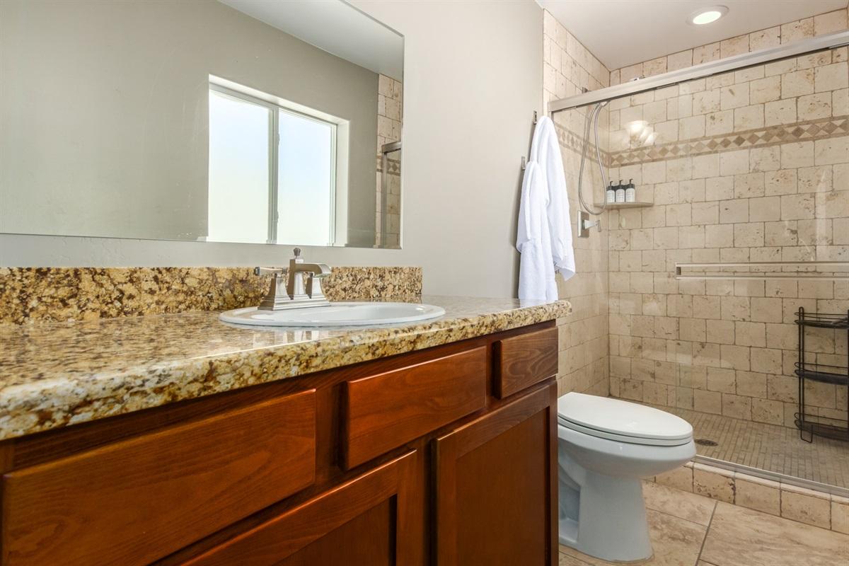 Ensuite bathroom in Cal king room