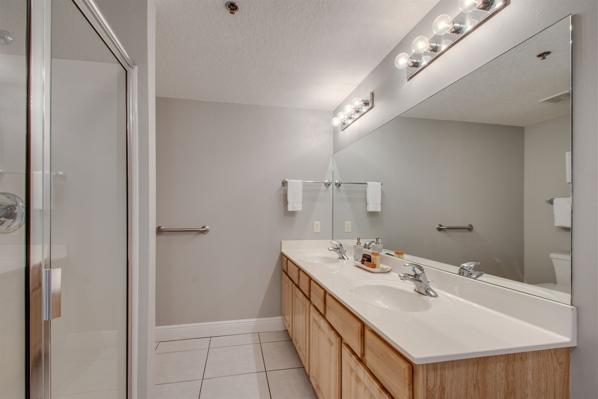 Master bathroom w/double vanity