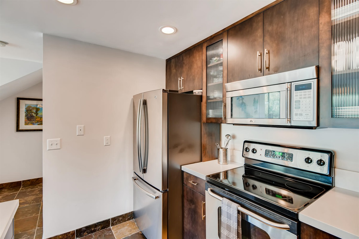 Well stocked Kitchen, great appliances.