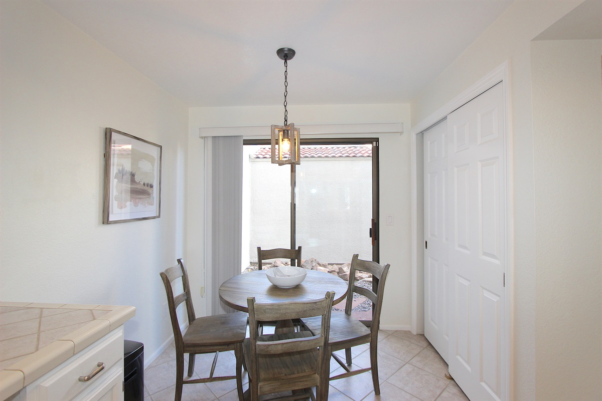 Dining area in kitchen.