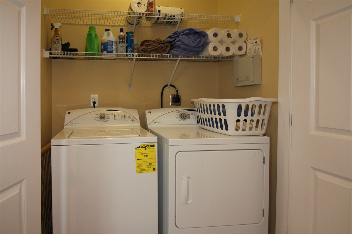 Full Size  Washer and Dryer Closet