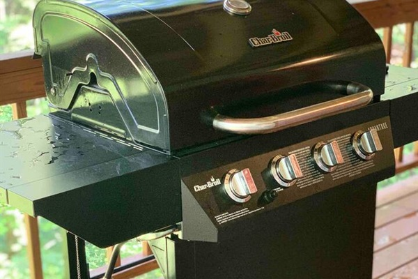 4-Burner Gas Grill to grill out delicious meals for the family.