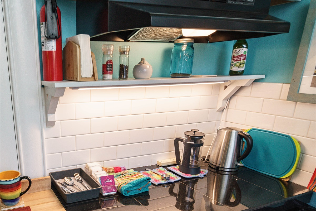 Kitchenette has what you need to prepare a light meal or snack.