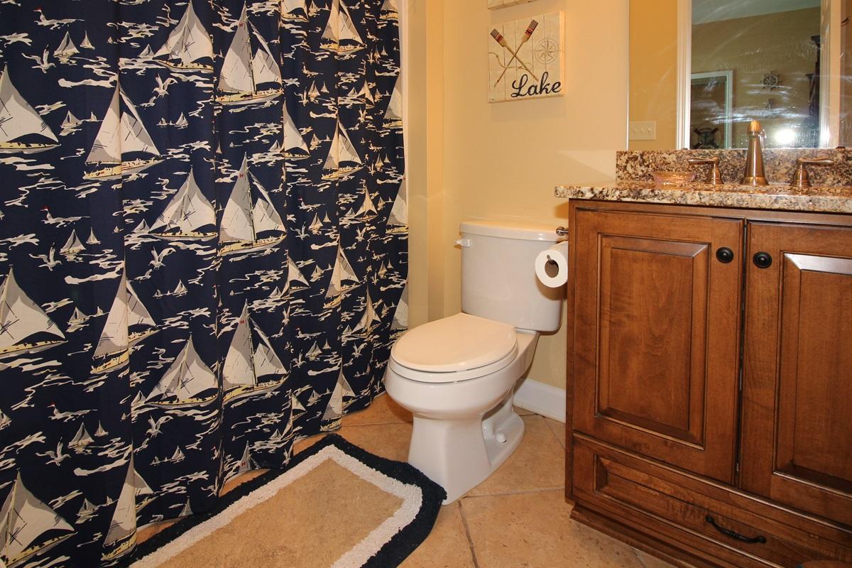 Bunk Bed En-suite Full Bathroom