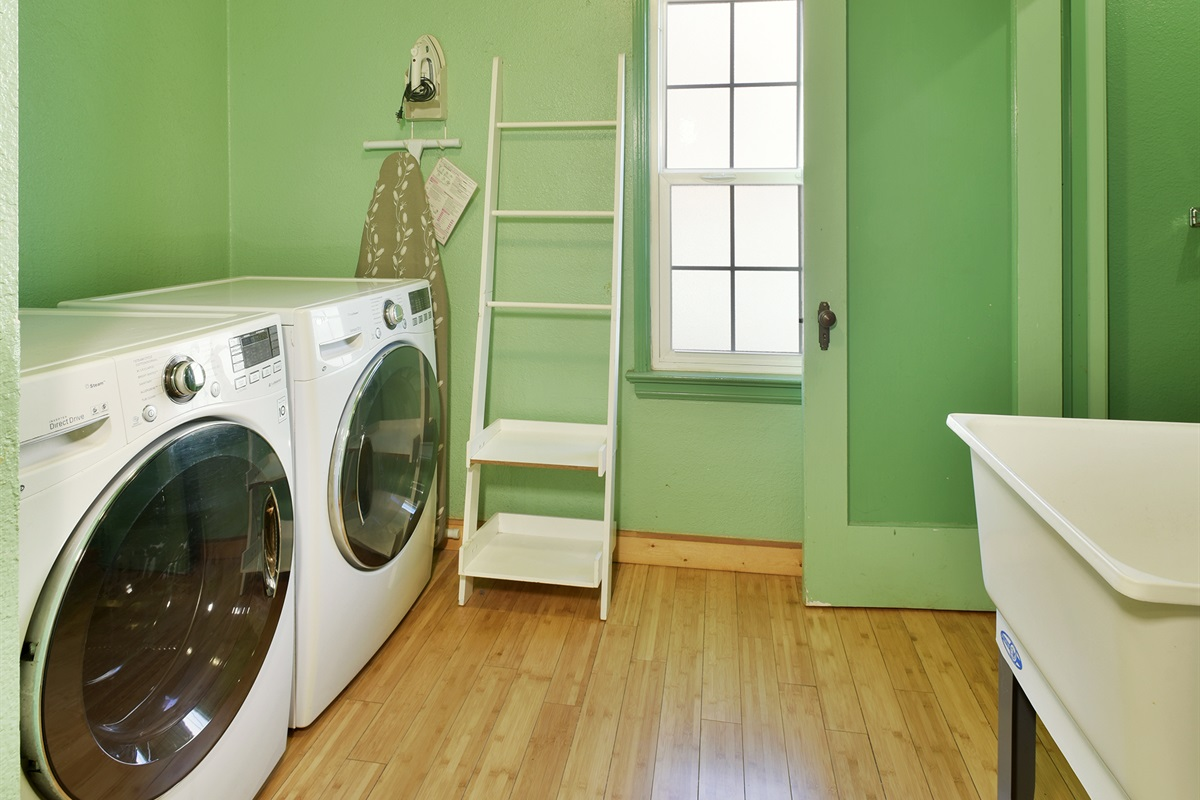 Laundry room and Bathroom, Stand in Shower