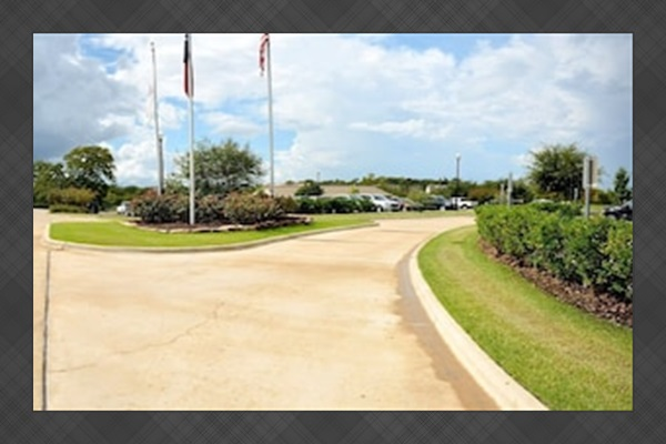 Traditions Country Club -Entry Drive