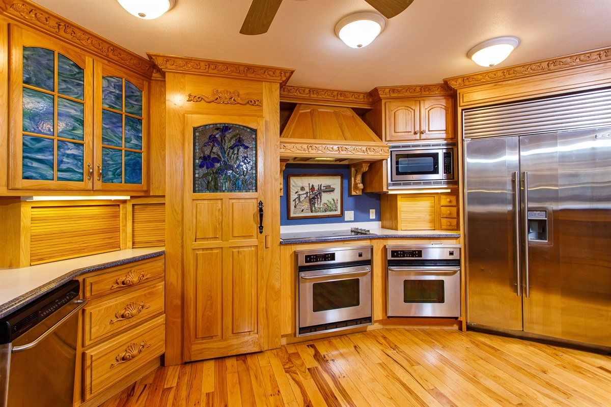 MASSIVE commercial refrigerator and double appliances! Cook for the largest of groups!