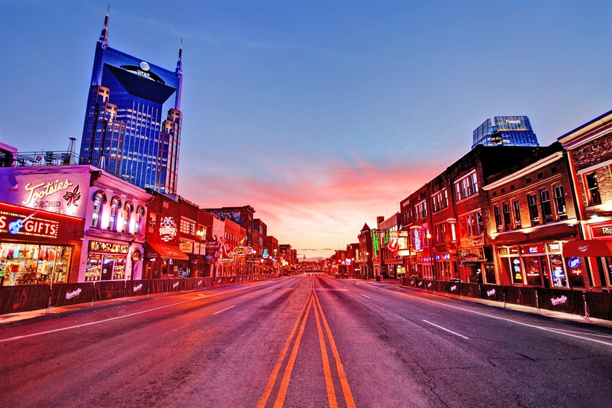 Just 5 minutes from the Honky Tonk bars on Broadway!