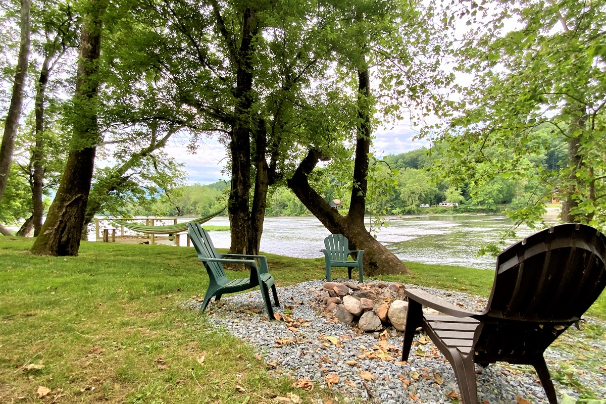 Welcome to Barney's Retreat, your place for relaxation on the riverfront!