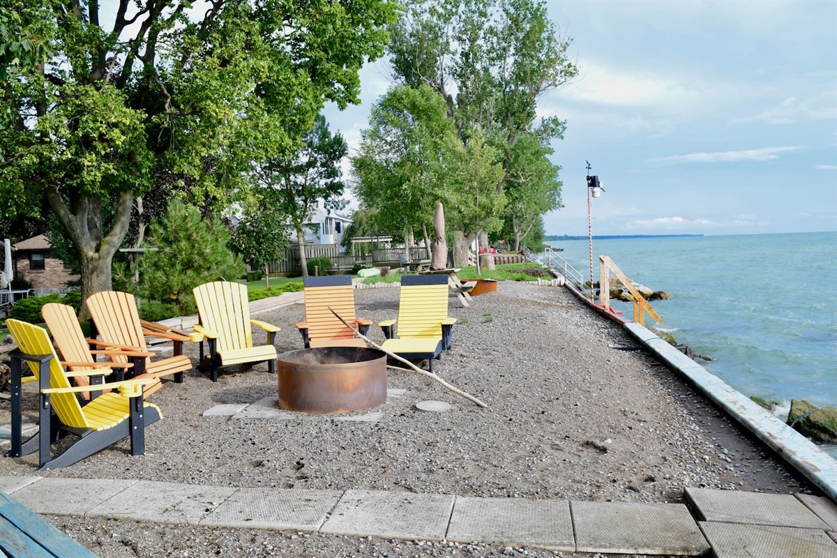 Plenty of seating for relaxing by the lake