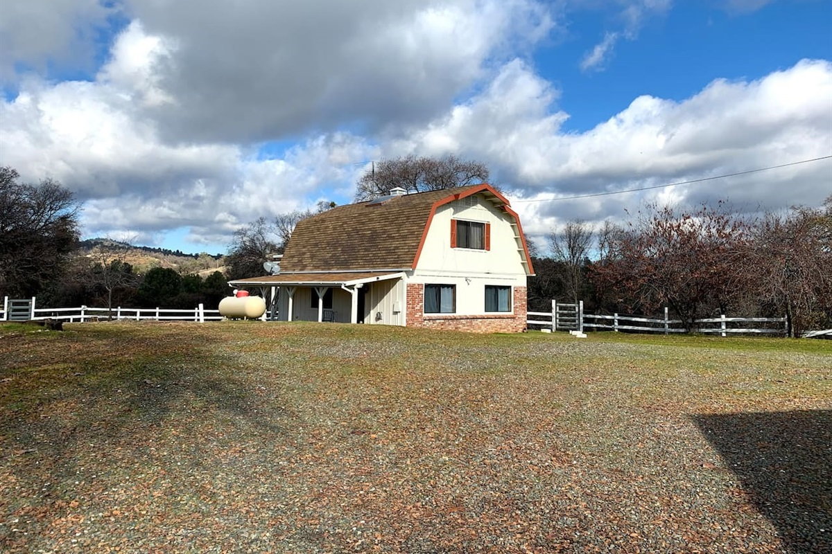 Separate 1500 sq ft carriage house on property.