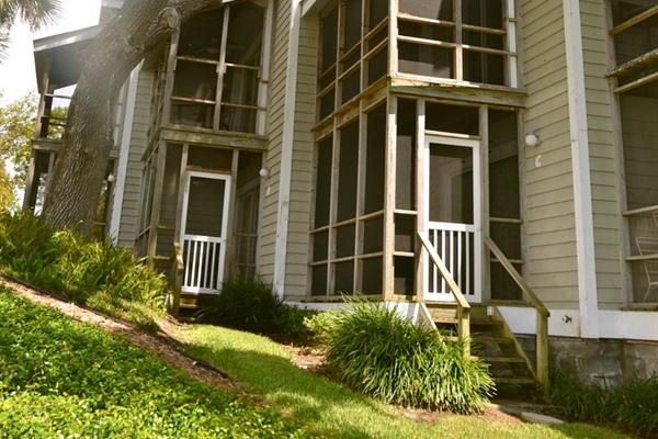 Upper and lower screened porches