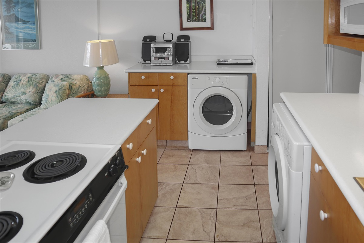 Fully equipped kitchen, high end appliances, washer-dryer in the unit