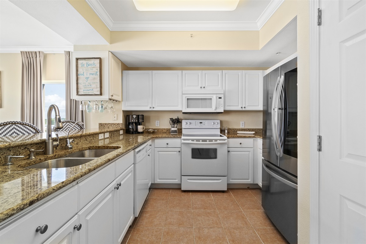 Large kitchen with lots of storage