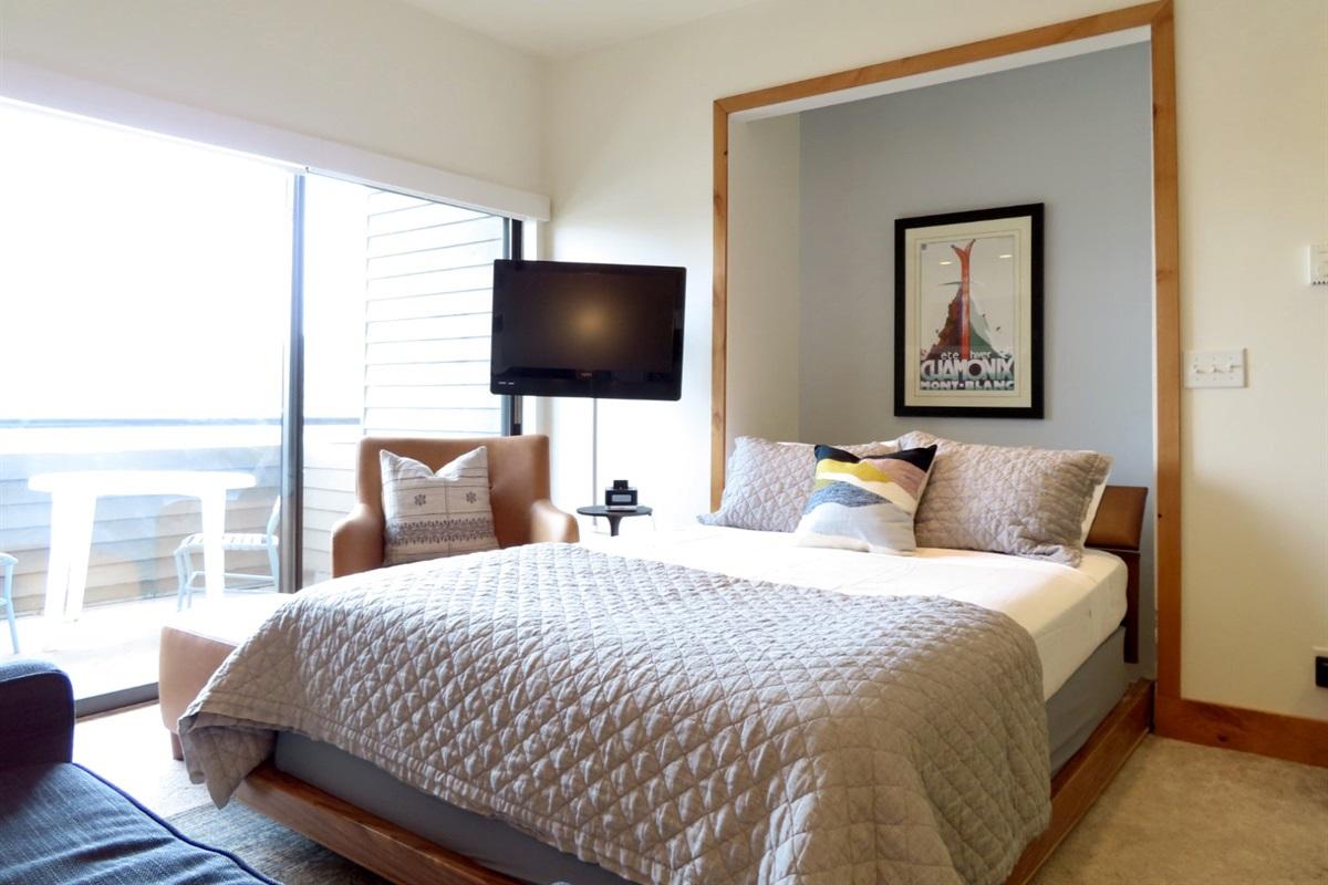 Relax and enjoy - queen murphy bed.