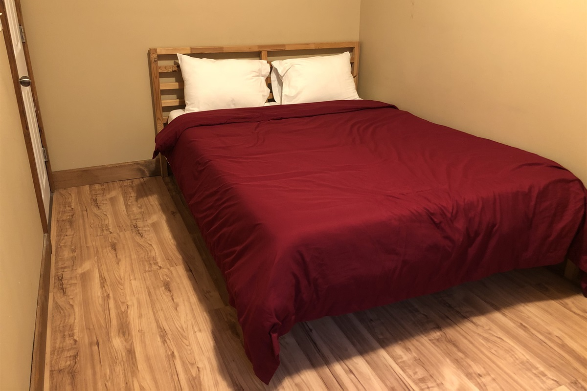 Bedroom #2 with Queen size bed & Endy mattress