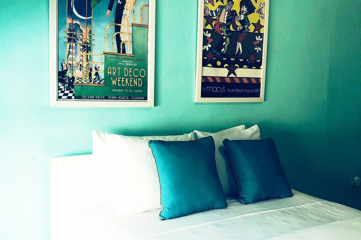 Sunny, bright bedroom with high end honeycomb darkening sabes to sleep in late if needed.