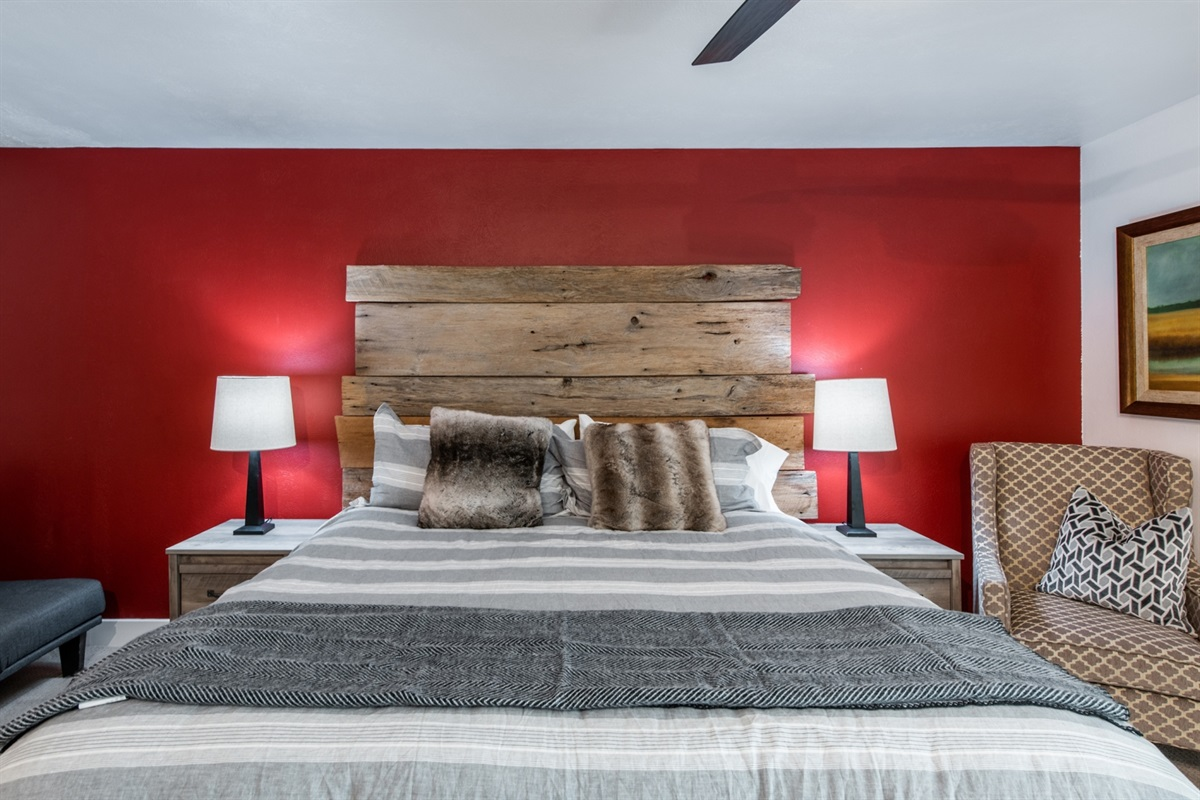 Ski in Ski out at Park City Mountain. Fantastic, large 2 bed condo, sleeps 8+.  Steps from all the activities: ski school, tickets, shops, skating, restaurants & bars...