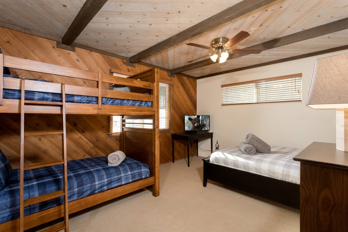 Bedroom #2: Bedroom with 1 queen bed, dresser, desk, TV with Roku, 1 bunk bed (2 twin beds), ceiling fan, closet, & beautiful views of the golf course. The bunk beds each have a maximum weight of 185 lbs.