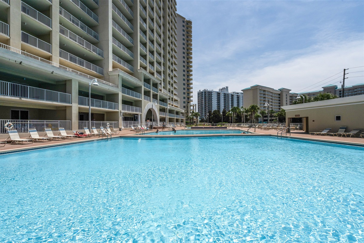 Ariel Dunes I community pool