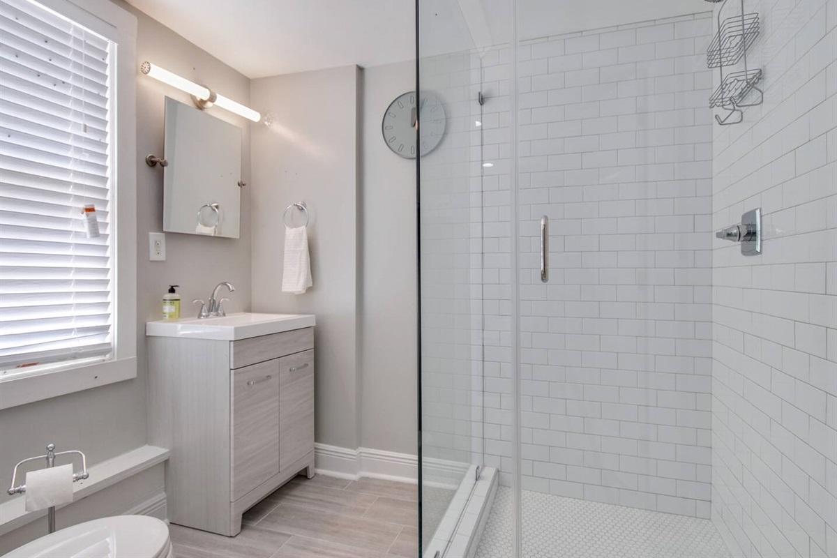 En-suite bathroom off bedroom 2.