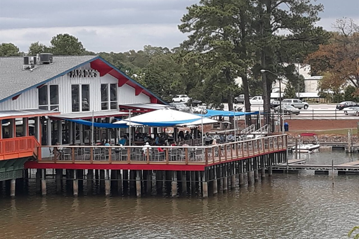 Dinner and drinks on Lake Wylie. 5 minute drive!