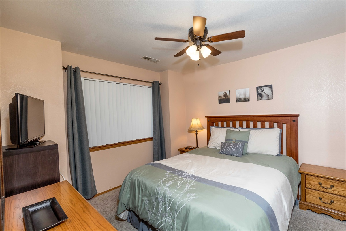 The guest suite features a queen bed