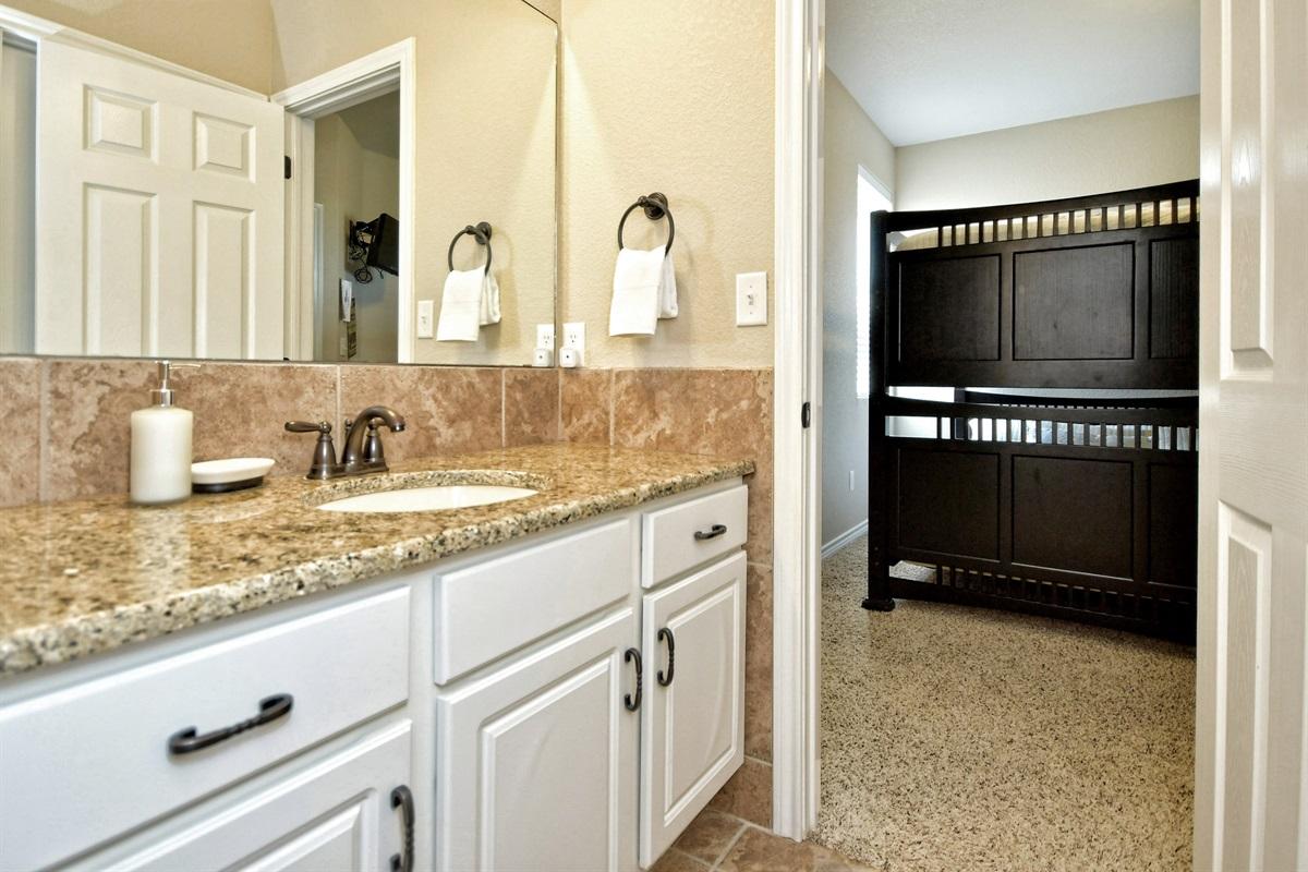 HH #B - Upstairs Jack/Jill Bathroom #2