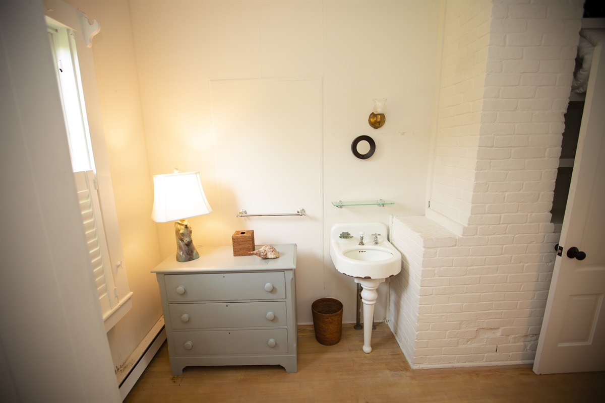 Bedroom 5 with sink inside