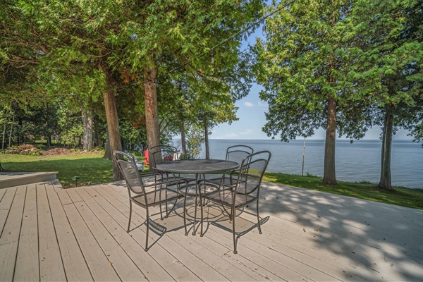 Outdoor dining is another great feature you'll love about Rocky Shores.