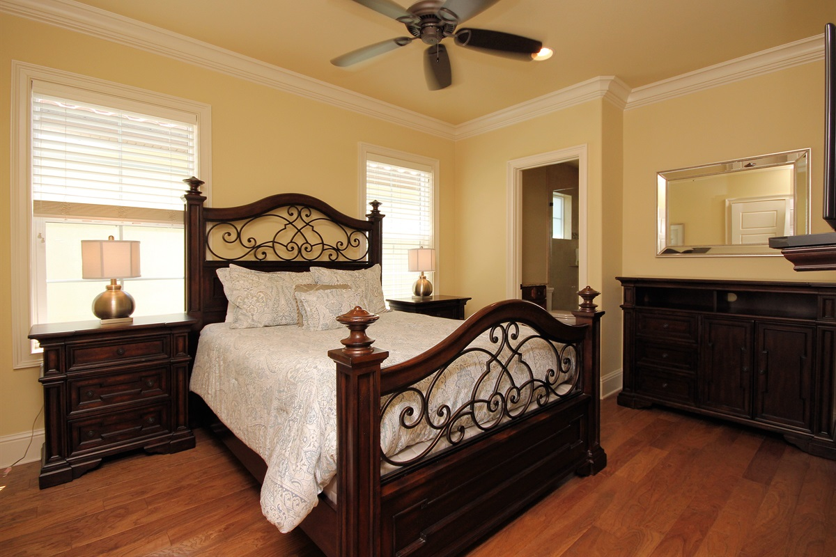 Queen bedroom with ensuite