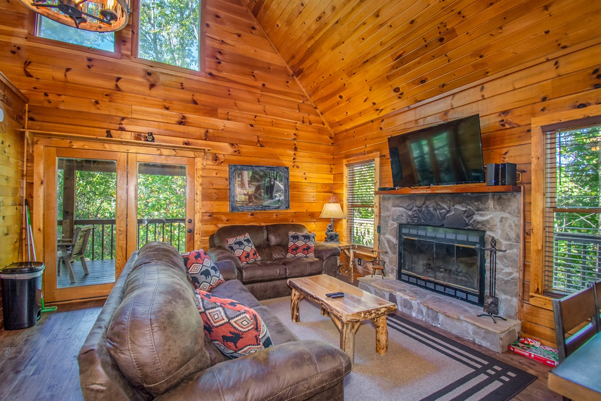 """""""Great host with a beautiful bear theme base cabin. Our 3 kids loved it!"""" - Rachel"""