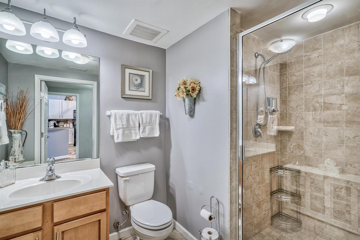 Bunk room w/en-suite bathroom