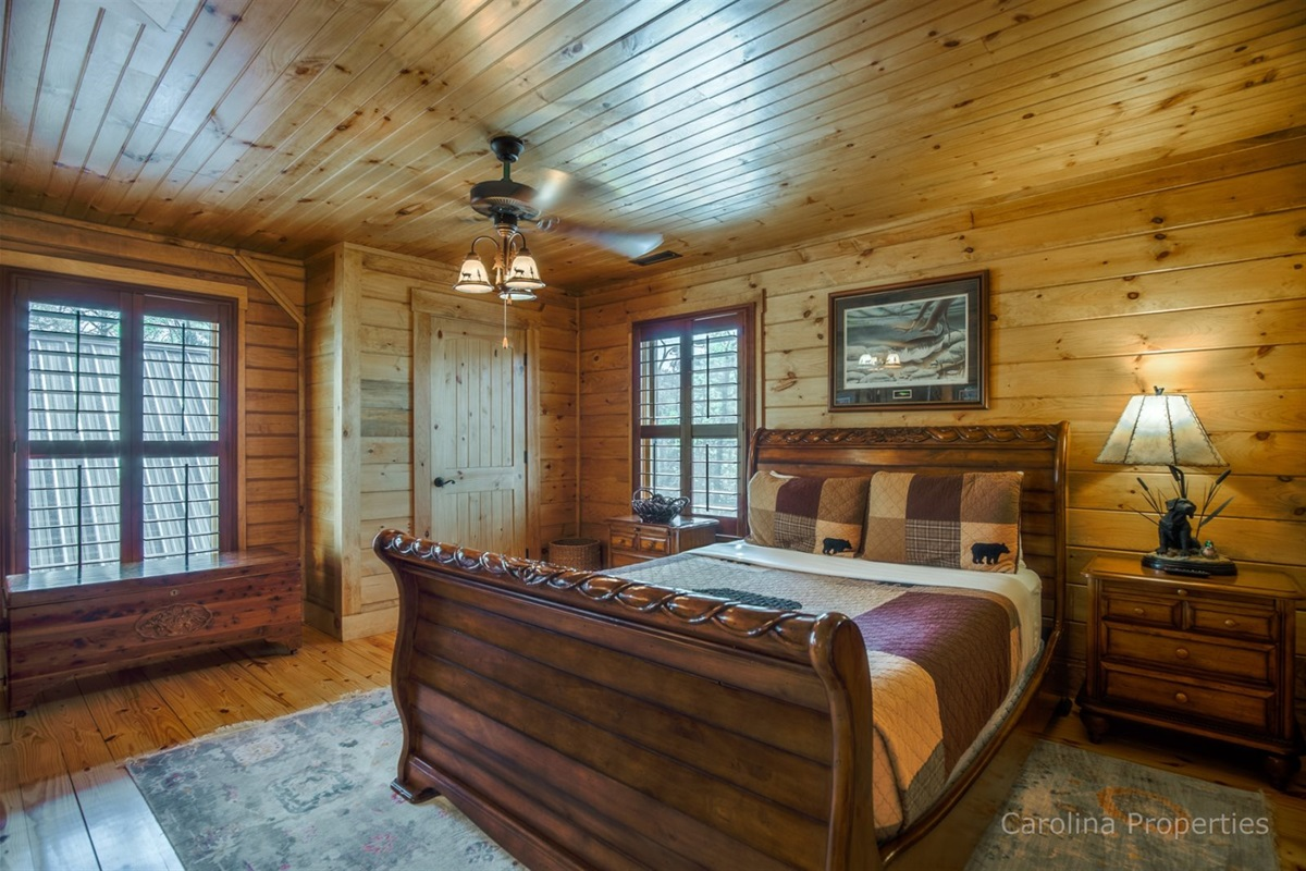 Upper level bedroom 2 with queen size bed