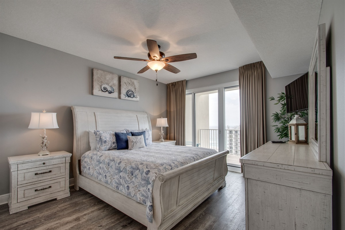 Master bedroom w/view of the beach from bed