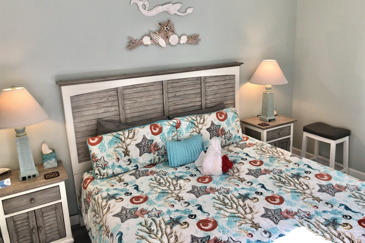 King bed in lockout bedroom